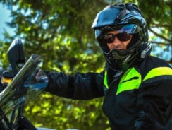 Which motorcycle helmet to choose when wearing glasses?